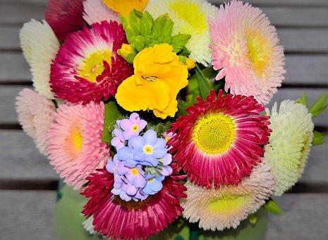 色とりどりの花束の画像
